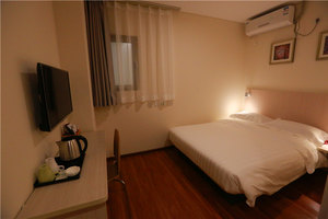 西西里酒店(北京莲宝路店)【提前1天】标准大床房B