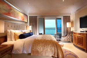 三亚湾皇冠假日度假酒店(皇冠海景家庭双卧大套房)