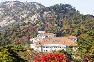 黄山狮林大酒店(多人独卫床位房1床位+登山礼包)