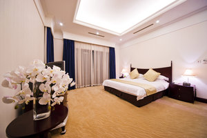 上海华凯华美达广场酒店(欧式别墅+高尔夫练习场6盒球+养身晚餐)