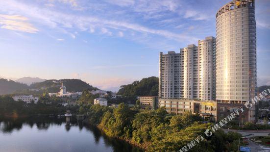 Lungcort New Century Hotel