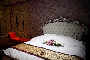 昆明浪巢情趣酒店(普通主题大床房)
